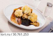 Купить «Cauliflower with roasted pork belly and mushrooms», фото № 30761253, снято 16 июня 2019 г. (c) Яков Филимонов / Фотобанк Лори