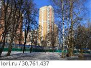 Купить «Двадцатипятиэтажный шестиподъездный панельный жилой дом серии П-44ТМ-25 (построен в 2005 году). Студёный проезд, 14. Район Северное Медведково. Город Москва», эксклюзивное фото № 30761437, снято 25 февраля 2015 г. (c) lana1501 / Фотобанк Лори