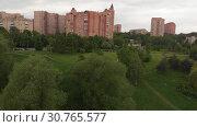 Купить «Park Druzhby and Levoberezhnyy district of Moscow, Russia. Sideways movement», видеоролик № 30765577, снято 23 мая 2019 г. (c) Володина Ольга / Фотобанк Лори