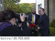 Купить «UK SCOTLAND Edinburgh --06 May 2011 -- Scotland's First Minister Alex Salmond accept a boquet of flowers from a supporter after a speech in Edinburgh Scotland...», фото № 30765605, снято 19 мая 2010 г. (c) age Fotostock / Фотобанк Лори