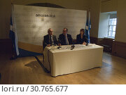 Купить «UK SCOTLAND Edinburgh --13 Jan 2011 -- The Chief Executive of Scottish Enterprise Lena Wilson (right), First Minister Alex Salmond (centre) and the Vice...», фото № 30765677, снято 13 января 2011 г. (c) age Fotostock / Фотобанк Лори