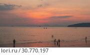 Купить «Time-lapse of light rays over the sea or ocean at sunset. Hot summer weather at tropical. Panoramic movement.», видеоролик № 30770197, снято 13 апреля 2019 г. (c) Александр Маркин / Фотобанк Лори