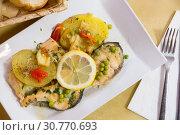 Купить «Delicious fried salmon fillets served with lemon, potato, bell peppers and greens peas», фото № 30770693, снято 15 июня 2019 г. (c) Яков Филимонов / Фотобанк Лори