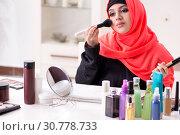 Купить «Beauty blogger in hijab recording video for her blog», фото № 30778733, снято 5 февраля 2019 г. (c) Elnur / Фотобанк Лори