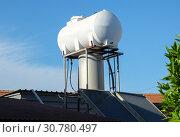 Купить «Солнечный бойлер на крыше частного дома в Ларнаке», фото № 30780497, снято 11 мая 2019 г. (c) Irina Opachevsky / Фотобанк Лори