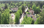 Купить «View from height of private residential buildings in a pine forest in Russia», видеоролик № 30787689, снято 18 мая 2019 г. (c) Володина Ольга / Фотобанк Лори