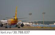Купить «Cargo Airbus A300 taxiing after landing», видеоролик № 30788037, снято 19 июля 2017 г. (c) Игорь Жоров / Фотобанк Лори