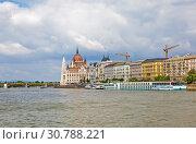 Купить «Вид на Парламент с Дуная. Будапешт. Венгрия», фото № 30788221, снято 30 апреля 2019 г. (c) Сергей Афанасьев / Фотобанк Лори
