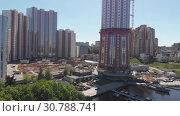 Купить «Khimki, Russia - May 18.2019. View of residential complexes under construction on the embankment», видеоролик № 30788741, снято 19 мая 2019 г. (c) Володина Ольга / Фотобанк Лори