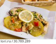 Купить «Refreshing salmon with vegetable garnish», фото № 30789289, снято 22 мая 2019 г. (c) Яков Филимонов / Фотобанк Лори