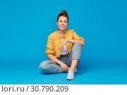 Купить «red haired teenage girl in shirt and torn jeans», фото № 30790209, снято 28 февраля 2019 г. (c) Syda Productions / Фотобанк Лори