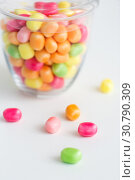 Купить «close up of glass jar with colorful candy drops», фото № 30790309, снято 6 июля 2018 г. (c) Syda Productions / Фотобанк Лори