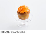 Купить «cupcake with frosting on confectionery stand», фото № 30790313, снято 6 июля 2018 г. (c) Syda Productions / Фотобанк Лори