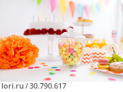 Купить «glass jar with candy drops at birthday party», фото № 30790617, снято 6 июля 2018 г. (c) Syda Productions / Фотобанк Лори