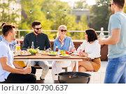 Купить «happy friends having bbq party on rooftop», фото № 30790637, снято 2 сентября 2018 г. (c) Syda Productions / Фотобанк Лори
