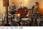 Купить «Garage band rehearsing in studio», фото № 30791345, снято 26 октября 2018 г. (c) Яков Филимонов / Фотобанк Лори