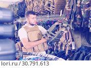 Купить «Male customer choose bulletproof vest», фото № 30791613, снято 4 июля 2017 г. (c) Яков Филимонов / Фотобанк Лори