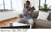 Купить «male blogger with vr glasses videoblogging at home», видеоролик № 30791737, снято 26 апреля 2019 г. (c) Syda Productions / Фотобанк Лори