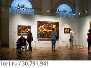 Купить «Посетители Эрмитажа рассматривают картины фламандского художника Якоба Йорданса из собраний музеев России. Санкт-Петербург», эксклюзивное фото № 30791941, снято 18 мая 2019 г. (c) Румянцева Наталия / Фотобанк Лори