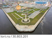 """Aerial view the confluence of the Oka and Volga rivers and Alexander Nevsky Cathedral in Nizhny Novgorod, Russia. the inscription on the embankment - """"arrow"""" Стоковое фото, фотограф Mikhail Starodubov / Фотобанк Лори"""