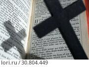 Купить «A wooden cross and the Holy Bible. The Psalms.», фото № 30804449, снято 26 мая 2019 г. (c) age Fotostock / Фотобанк Лори