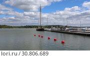 Облачный июньский день в гавани Ловийсы. Финляндия (2017 год). Стоковое видео, видеограф Виктор Карасев / Фотобанк Лори
