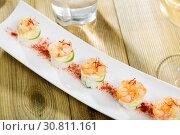 Купить «Fried shrimps on rice with lime and saffron», фото № 30811161, снято 18 июля 2019 г. (c) Яков Филимонов / Фотобанк Лори