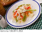 Купить «Cauliflower vegetable salad with stewed green beans and pepper», фото № 30811353, снято 16 июня 2019 г. (c) Яков Филимонов / Фотобанк Лори