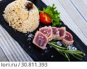 Купить «Tuna Tataki garnished with rice», фото № 30811393, снято 23 июля 2019 г. (c) Яков Филимонов / Фотобанк Лори