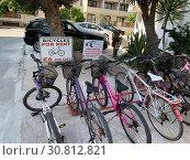 Купить «Пункт проката механических велосипедов», фото № 30812821, снято 10 мая 2019 г. (c) Irina Opachevsky / Фотобанк Лори