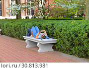 Купить «New York Columbia University. Female student is lying on marble bench in park's avenue with phone in her hands and sparrow sitting next to her», фото № 30813981, снято 8 мая 2019 г. (c) Валерия Попова / Фотобанк Лори