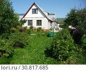 Купить «Домик на дачном участке», фото № 30817685, снято 24 июля 2011 г. (c) Елена Орлова / Фотобанк Лори