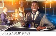 Купить «Afro businessman playing laser tag», фото № 30819489, снято 4 апреля 2019 г. (c) Яков Филимонов / Фотобанк Лори