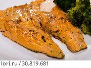 Купить «Baked trout with broccoli», фото № 30819681, снято 14 декабря 2019 г. (c) Яков Филимонов / Фотобанк Лори