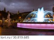 Купить «Catalonia Square in night Barcelona, Spain», фото № 30819685, снято 14 июля 2016 г. (c) Яков Филимонов / Фотобанк Лори
