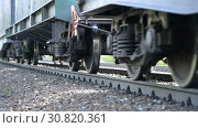 Купить «Close-up of a wheeled pair (wheeled cart) of a freight railway train», видеоролик № 30820361, снято 17 сентября 2018 г. (c) Mikhail Erguine / Фотобанк Лори