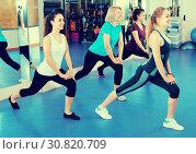 Females having group aerobic train. Стоковое фото, фотограф Яков Филимонов / Фотобанк Лори