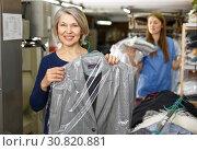 Купить «Portrait of female laundry customer», фото № 30820881, снято 22 января 2019 г. (c) Яков Филимонов / Фотобанк Лори