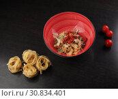 Купить «Spaghetti with cheese in a plate on the table», фото № 30834401, снято 8 мая 2019 г. (c) Алексей Кокорин / Фотобанк Лори