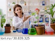Купить «Old female biotechnology chemist working in the lab», фото № 30839325, снято 7 декабря 2018 г. (c) Elnur / Фотобанк Лори