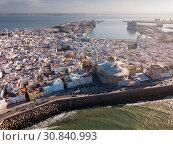 Aerial view of Cadiz cityscape and harbour (2019 год). Стоковое фото, фотограф Яков Филимонов / Фотобанк Лори