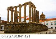 Купить «Famous Roman temple of Evora», фото № 30841121, снято 20 апреля 2019 г. (c) Яков Филимонов / Фотобанк Лори