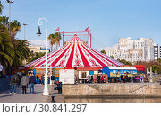 View of circus tent before new spectacle of Raluy Circus, Catalonia (2019 год). Редакционное фото, фотограф Papoyan Irina / Фотобанк Лори