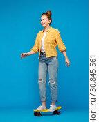 Купить «red haired teenage girl riding on short skateboard», фото № 30845561, снято 28 февраля 2019 г. (c) Syda Productions / Фотобанк Лори