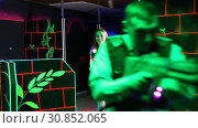 Купить «Men and women in business suits playing laser tag emotionally in dark room», видеоролик № 30852065, снято 20 августа 2019 г. (c) Яков Филимонов / Фотобанк Лори