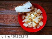 Купить «Plate of boiled potatoes and slices of rye bread with bacon», фото № 30855845, снято 21 сентября 2019 г. (c) Дарья Филимонова / Фотобанк Лори