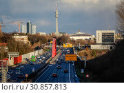 Dortmund, city view with motorway A40, Florianturm and exhibition hall, Ruhr area, North Rhine-Westphalia, Germany (2019 год). Стоковое фото, агентство Caro Photoagency / Фотобанк Лори