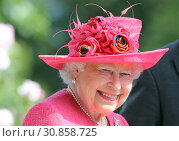 Royal Ascot, United Kingdom, Portrait of HRH Queen Elizabeth the Second (2018 год). Редакционное фото, агентство Caro Photoagency / Фотобанк Лори