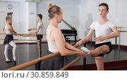 Купить «Young artist learns to dance ballet», фото № 30859849, снято 26 апреля 2019 г. (c) Яков Филимонов / Фотобанк Лори