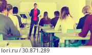 Купить «Male teacher giving presentation for students», фото № 30871289, снято 8 мая 2018 г. (c) Яков Филимонов / Фотобанк Лори
